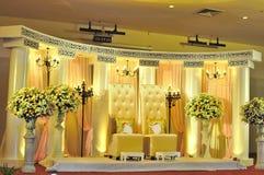 Cadeira do casamento do Malay e decoração do estágio fotos de stock