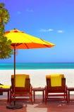 Cadeira do sono da praia da costa em Maldive Fotos de Stock Royalty Free