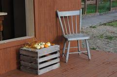 Cadeira e gourds Foto de Stock Royalty Free