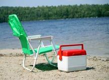 Cadeira e refrigerador de praia Foto de Stock Royalty Free