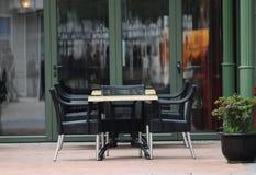Cadeira e tabela Imagens de Stock Royalty Free