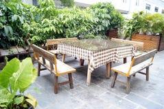 Cadeira e tabela de cana do restaurante Foto de Stock Royalty Free