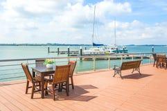Cadeira e tabela exteriores Fotos de Stock Royalty Free