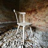 Cadeira em restos Imagens de Stock