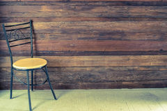Cadeira em uma sala vazia Imagens de Stock