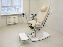 Cadeira Gynecological em um escritório médico Fotografia de Stock