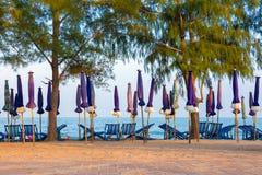 Cadeira na areia do mar Fotos de Stock Royalty Free