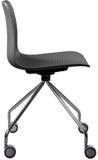 Cadeira plástica da cor cinzenta, desenhista moderno Cadeira de giro isolada no fundo branco Mobília e interior Imagem de Stock