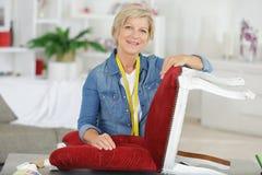 Cadeira superior da fixação da mulher foto de stock