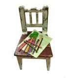 Cadeira velha dos childs com desenho fotos de stock royalty free