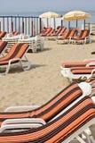 Cadeiras alaranjadas na praia Imagem de Stock Royalty Free