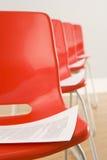 Cadeiras apresentadas para a conferência imagens de stock