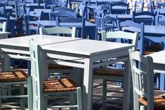 Cadeiras azuis do taverna imagem de stock royalty free