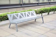 Cadeiras cinzentas prateadas do metal Fotografia de Stock