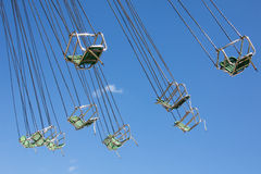 Cadeiras com as correntes do carrossel clássico Fotos de Stock Royalty Free