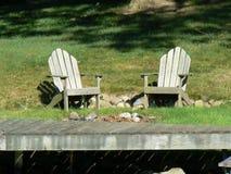 Cadeiras de Adirondack do Dockside Imagens de Stock Royalty Free