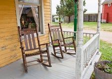 Cadeiras de balanço do pátio de entrada coberto Imagem de Stock Royalty Free