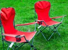 Cadeiras de dobradura para a grama exterior da mola da recreação imagens de stock