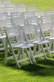 Cadeiras de gramado na grama imagens de stock royalty free