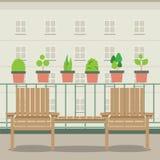 Cadeiras de jardim vazias no balcão Imagem de Stock