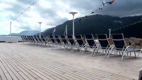Cadeiras de plataforma do navio de Crusie video estoque