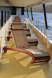 Cadeiras de plataforma em um navio de cruzeiros Imagens de Stock