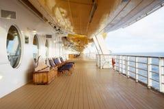 Cadeiras de plataforma em um navio de cruzeiros Foto de Stock