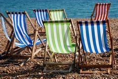 Cadeiras de plataforma na praia fotografia de stock