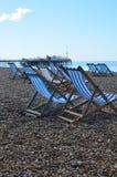 Cadeiras de plataforma na praia de Brigghton Fotografia de Stock Royalty Free