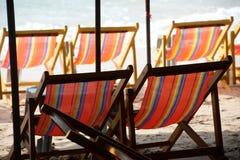 Cadeiras de plataforma na praia de Pattaya. Foto de Stock Royalty Free
