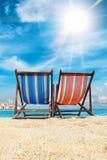 Cadeiras de plataforma na praia em Tailândia Imagens de Stock Royalty Free