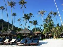Cadeiras de praia e cabana Foto de Stock Royalty Free