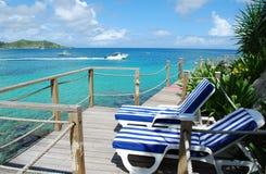 Cadeiras de praia em uma plataforma Foto de Stock Royalty Free