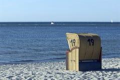 Cadeiras de praia encapuçados Fotos de Stock Royalty Free