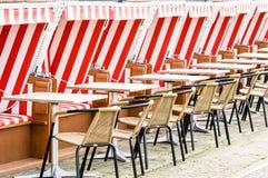 Cadeiras de praia encapuçados imagem de stock royalty free