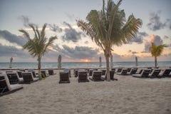 Cadeiras de praia no nascer do sol imagens de stock