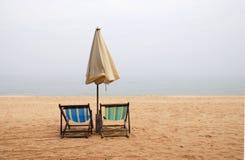 Cadeiras de praia vazias Fotografia de Stock Royalty Free