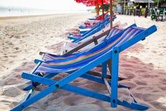 Cadeiras de praia vazias imagens de stock royalty free