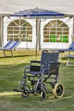 Cadeiras de rodas do hospital em uma facilidade do homecare foto de stock royalty free