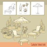 Cadeiras de sala de estar sob o guarda-chuva e as flores do pátio no potenciômetro Imagem de Stock