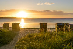 Cadeiras de vime da praia europeia Imagens de Stock