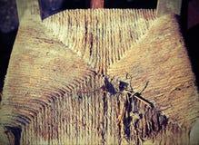 Cadeiras de vime para a venda na feira da ladra exterior Fotos de Stock Royalty Free