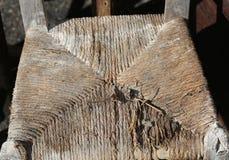 Cadeiras de vime para a venda no mercado exterior das antiguidades Fotos de Stock Royalty Free