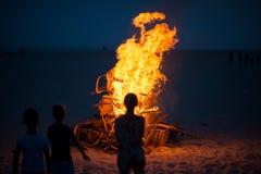 Cadeiras do fogo do acampamento Imagens de Stock