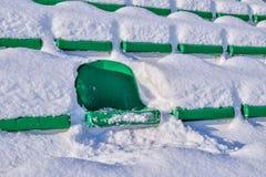 Cadeiras do fundo no estádio, inverno Imagens de Stock