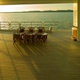 Cadeiras do Rattan na plataforma do navio Imagem de Stock