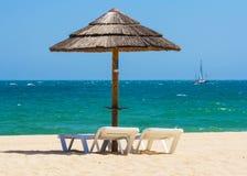 Cadeiras e parasol de Sun Fotos de Stock Royalty Free