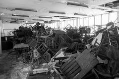 Cadeiras e tabela danificadas Imagens de Stock Royalty Free
