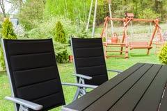 Cadeiras e tabela de jardim Fotos de Stock Royalty Free