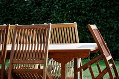 Cadeiras e tabela de madeira Fotografia de Stock